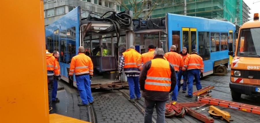 strassenbahnunfall kassel 22032016